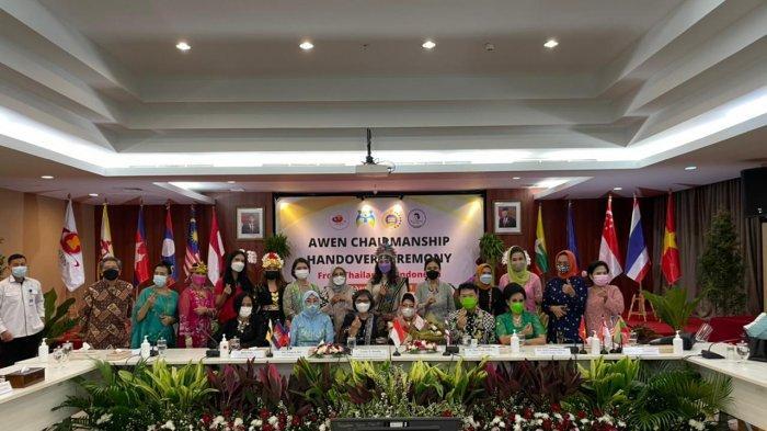 Seremoni serah terima jabatan Chair Women AWEN periode 2021-2023 pada Senin (24/5/2021), di Kementerian Pemberdayaan Perempuan dan Perlindungan Anak (PPPA), Jakarta.