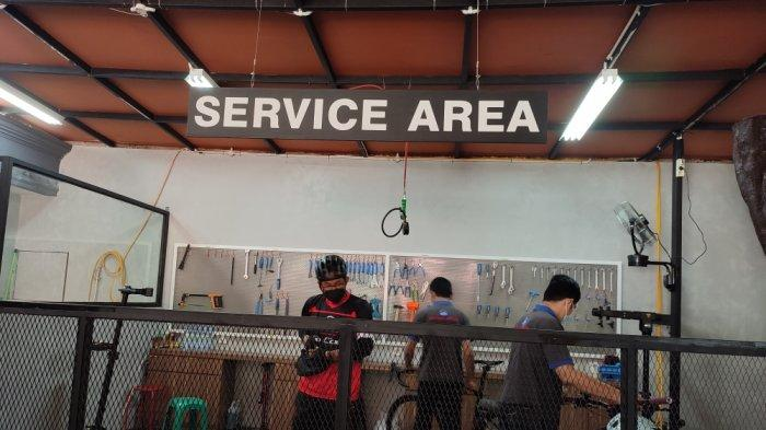 Service area SerbaSepeda.com di Jalan Alu-Alu, Pulogadung, Jakarta Timur, Sabtu (28/8/2021)