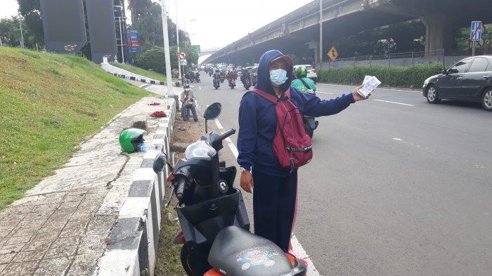 Kisah Serli, Jual Jasa Penukaran Uang di Jalan TB Simatupang, Cilandak: Tahun Ini Lebih Sepi