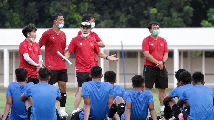 Sesi latihan Timnas U-19 Indonesia di bawah asuhan Shin Tae-yong di Stadion Madya, Senayan, Jakarta Pusat.