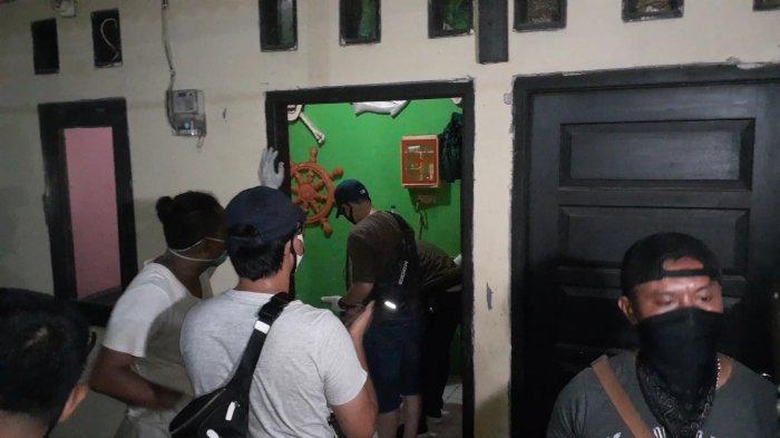 BREAKING NEWS: Sesosok Mayat Perempuan Dalam Kardus Ditemukan di Rumah Kontrakan di Pondok Aren