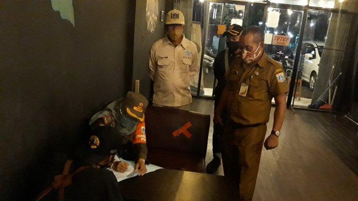 Sidak 3 Cafe di Petukangan Utara, Petugas Satpol PP Temukan Sederet Pelanggaran