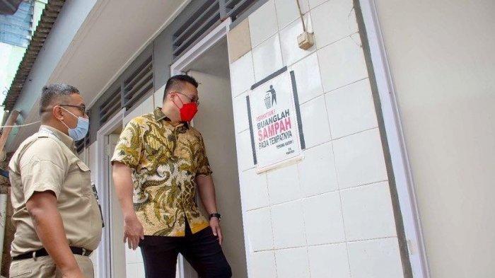 Sidak Pengerjaan MCK Komunal, Anggota DPRD DKI Kenneth Minta Pemprov Serius Tangani Kebersihan Warga