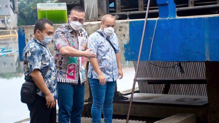 Anggota Komisi D DPRD DKI Jakarta dari Fraksi PDI Perjuangan, Hardiyanto Kenneth melakukan inspeksi mendadak (sidak) ke Rumah Pompa Wijayakusuma Waduk, di Jalan Tubagus Angke, Kelurahan Wijayakusuma, Kecamatan Grogol Petamburan, Jakarta Barat.