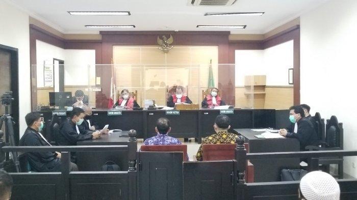 Mantan Direktur Utama Maskapai Garuda Indonesia, I Gusti Ngurah Askhara alias Ari Askhara menjalani sidang perdana di Pengadilan Negeri Tangerang pada Senin (15/2/2021).