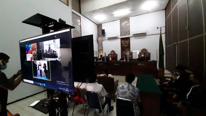 5 Tukang Bangunan Terdakwa Kasus Kebakarang Kejagung Dituntut 1 Tahun Penjara