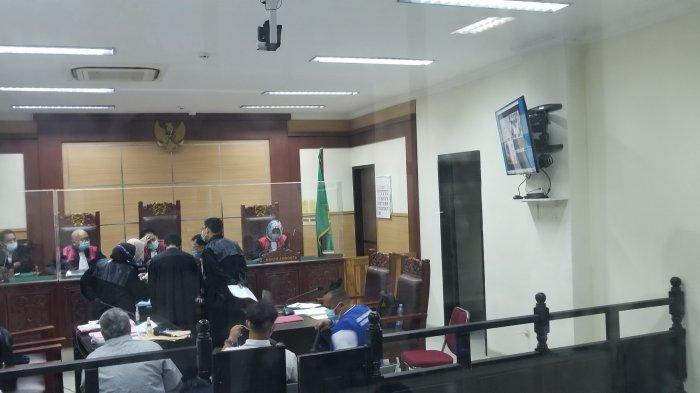Lurah Cipayung Tomi Patria menjadi korban pemerasan modus video call mesum menjadi sidang di Ruangan sidang 1 Pengadilan Negeri Tangerang, Senin (23/11/2020) malam.