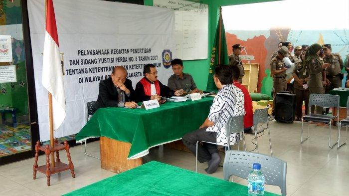 Puluhan Pemilik Indekost Hingga Panti Pijat Jalani Sidang Yustisi di RPTRA Kalijodo