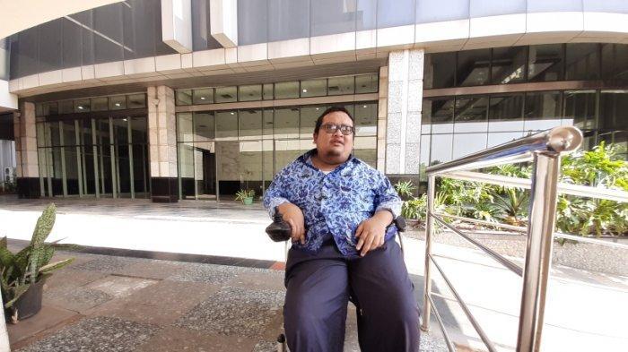 Kisah PNS Difabel di Jakarta, Pakai Kursi Roda Saat Tes CPNS, Orang-orang Bertanya: Bawaan Siapa?