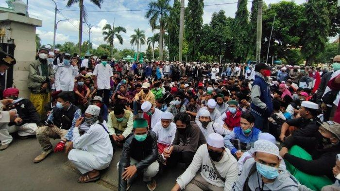 Ratusan Simpatisan Berkumpul di Kantor MUI Kota Tangerang, Minta Rizieq Shihab Dibebaskan