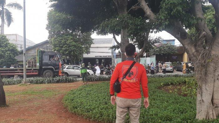 Massa Simpatisan Rizieq Shihab Lari Kocar-Kacir saat Dibubarkan Aparat di PN Jakarta Timur