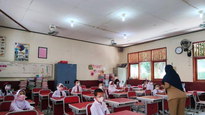 Satgas Covid-19 Depok Minta Orang Tua Tak Berkerumun Saat Antar Jemput Anak di Sekolah