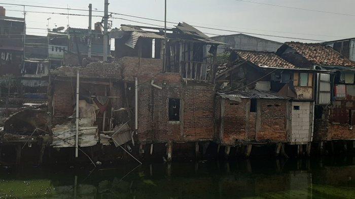 Sisa bangunan rumah pascakebakaran di Jalan Tanjung Selor, Jakarta Pusat, Senin (9/11/2020).