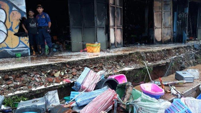 18 Unit Mobil Damkar Tangsel dan Depok Padamkan Kebakaran Toko di Pamulang