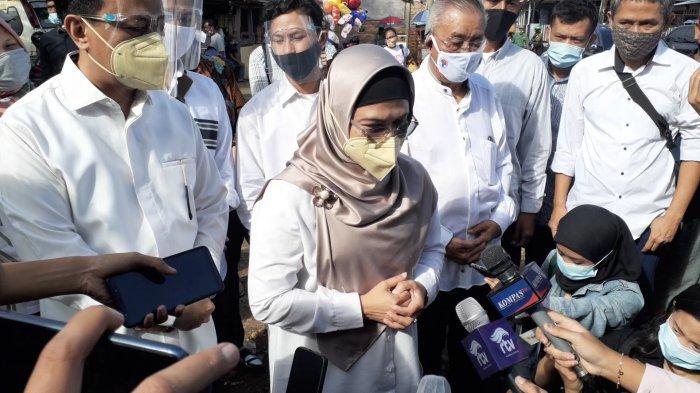 Siti Nur Azizah Kompak Pakai Baju Putih Saat Pencoblosan ke TPS: Gampang Dikenali, Enggak Hilang