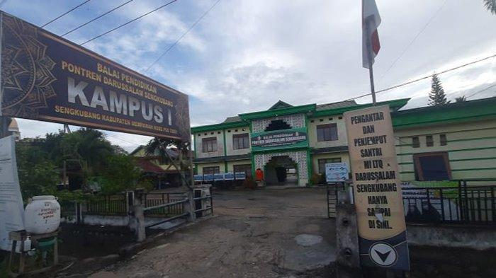 Situasi depan Pondok Pesantren Darussalam Sengkubang, Minggu (10/1/2021)