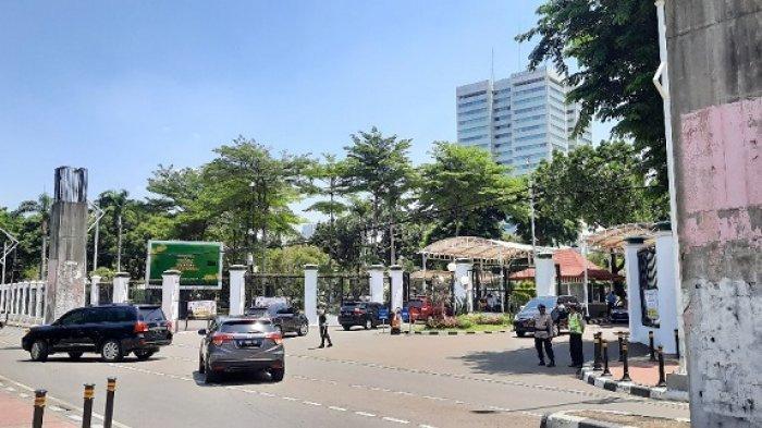 Gedung DPR Sepi dari Pendemo, Polisi Tak Beri Izin Karena Pandemi Covid-19