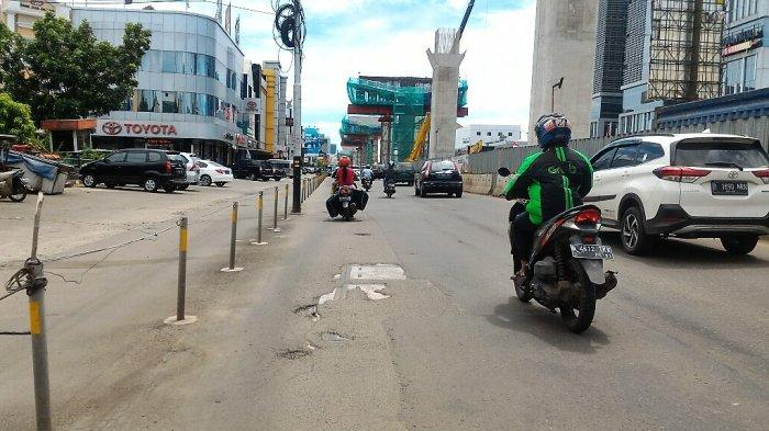 Lalu Lintas di Jalan Boulevard Barat Raya Terpantau Lengang Siang Ini
