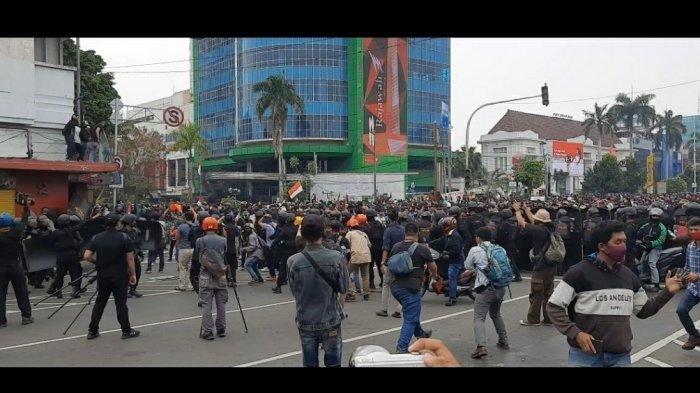 pantauan TribunJakarta.com di simpang Jalan Harmoni, Jakarta Pusat pukul 13.21 WIB, Kamis (8/10/2020).