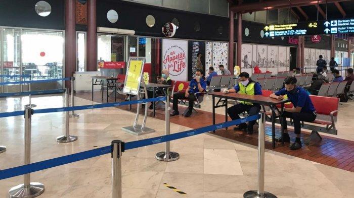 Petugas Gabungan Bandara Soekarno-Hatta Pulangkan Calon Penumpang Jika Kurang Surat