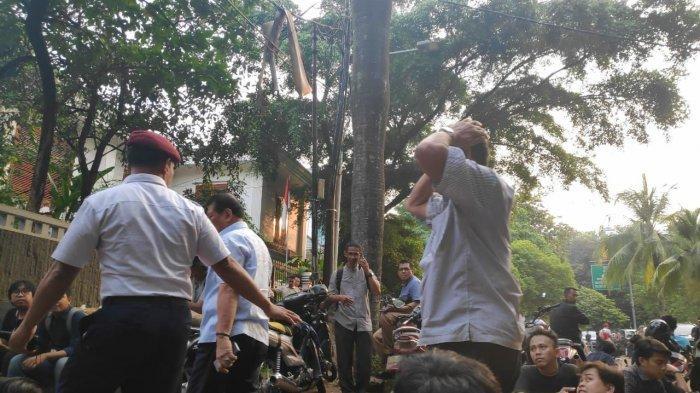 Kunjungan Singkat Soenarko ke Kediaman Prabowo Saat Pembacaan Putusan Gugatan Pilpres di MK