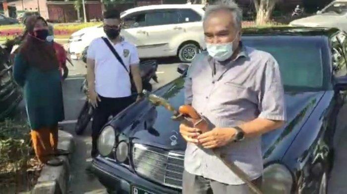Sopir kuasa hukum Rizieq Shihab, Alamsyah Hanafiah diamankan polisi karena membawa ke senjata tajam