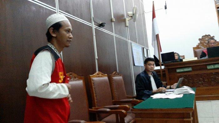 Dinyatakan Bersalah, Hakim Vonis Sopir Taksi Online Ari Darmawan 2 Tahun 6 Bulan Penjara