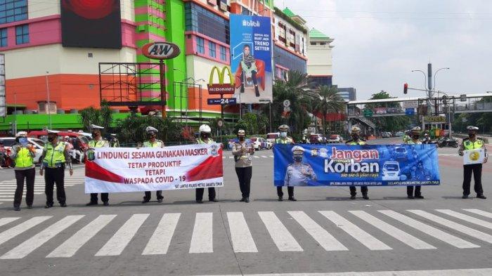 Ditlantas PMJ melakukan sosialisasi Operasi Zebra Jaya 2020 di kawasan PGC, Minggu (25/10/2020).