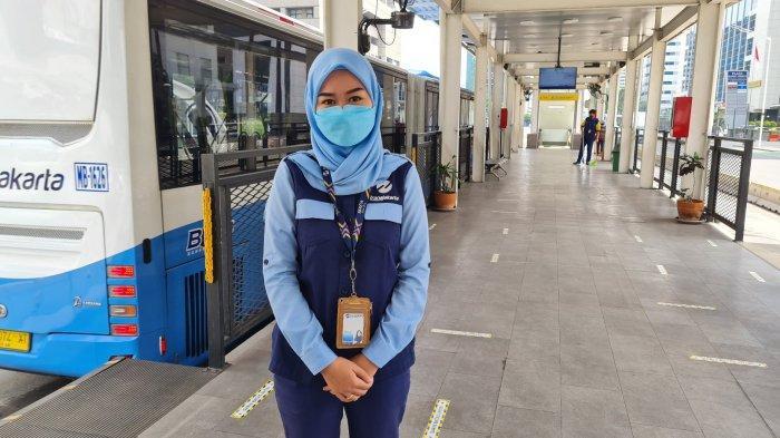 Cerita Krisni, Petugas Halte Bus TransJakarta HI: Tak Kenal Libur Lebaran