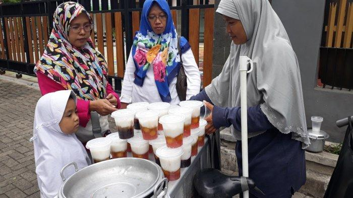 Mampu Kuliahkan 2 Anaknya, Penjual Bubur Sumsum Curhat Dagangannya Pernah Diborong Hidayat Nur Wahid