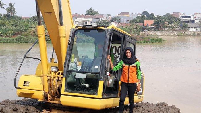 Cerita Rani, Operator Ekskavator Perempuan Pertama: Jatuh Cinta kepada Alat Berat, Ini Foto-fotonya