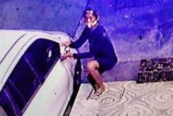 2 Maling Gasak Spion Mobil di Koja Terekam CCTV, Korban Rugi Jutaan Rupiah
