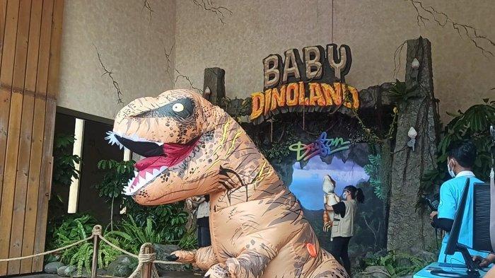 Serunya Selfie Bareng Bayi Dinosaurus di Dunia Fantasi Ancol