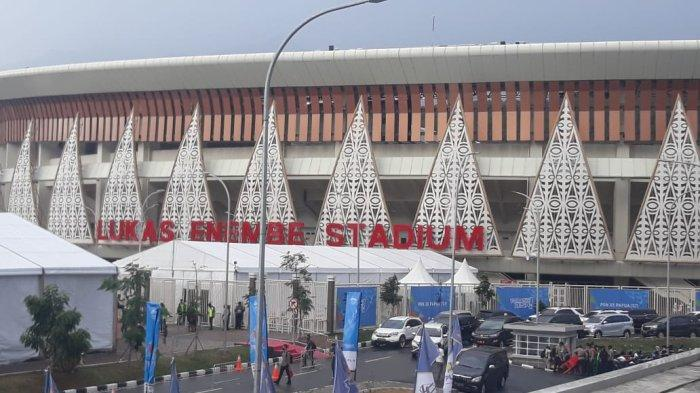 Stadion Lukas Enembe sempat diguyur hujan deras jelang pembukaan Pekan Olahraga Nasional (PON) XX Papua, Sabtu (2/10/2021).