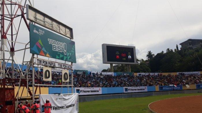 Suasana di Stadion Mandala, Jayapura, sesaat sebelum pertandingan final PON antara Papua melawan Aceh, Kamis (14/10/2021).