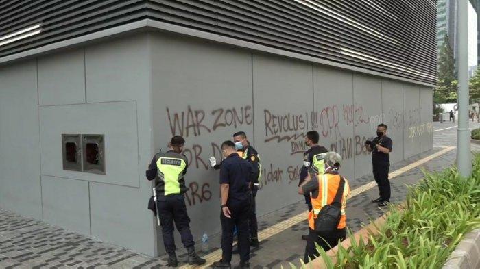 Potret Stasiun MRT Setiabudi Rusak dan Penuh Coretan Imbas Demo Tolak UU Cipta Kerja