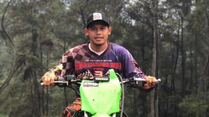Cerita Striker Persija Jakarta Taufik Hidayat Saat Naik Motor Trail ke Gunung Puntang