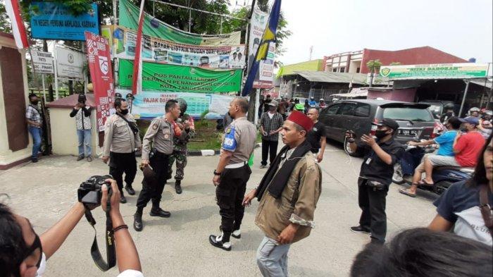 Dua Kelompok Ormas Terlibat Kericuhan di Depan Kantor Kecamatan Pinang, Ini Penjelasan Camat