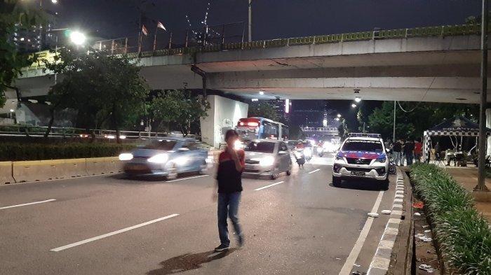 Warga Benarkan Ada Unjuk Rasa Diduga Mahasiswa di Gedung DPR : Pakai Almamater dan Dibubarkan Polisi