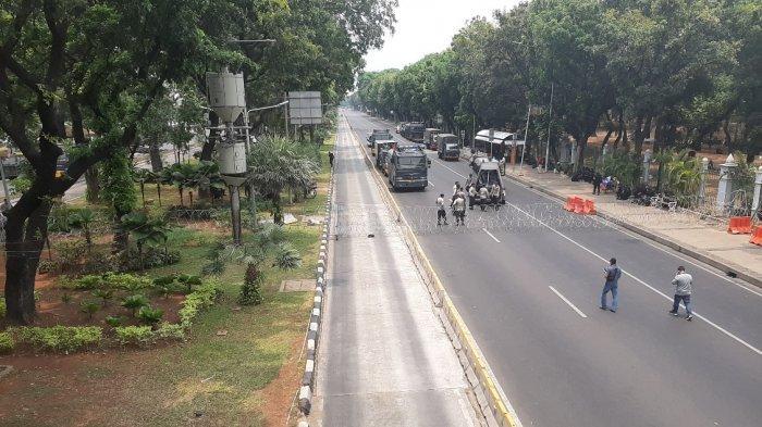 Massa Aksi Belum Terlihat, Jalan Medan Merdeka Barat Jakarta Pusat Ditutup