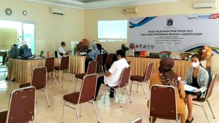 Warga Jawa Barat Rela Datangi Posko Pelayanan PPDB di SMKN 27 Jakarta Pusat