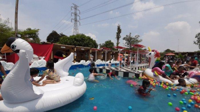 Suasana di SnowBay Waterpark, Taman Mini Indonesia Indah (TMII), Sabtu (19/10/2019)