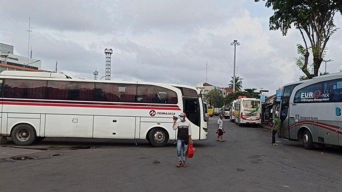 Suasana di Terminal Bus Tanjung Priok, Jakarta Utara, Senin (29/3/2021).