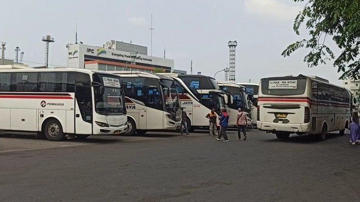 Sopir Bus di Terminal Tanjung Priok Keluhkan Larangan Mudik: Anak-Istri Mau Makan Apa?