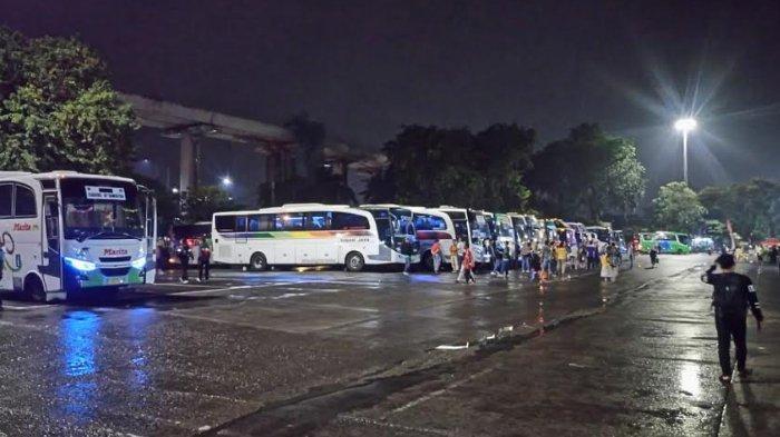 Malam Ini, Kedatangan Penumpang Lebih Dominan di Terminal Kampung Rambutan