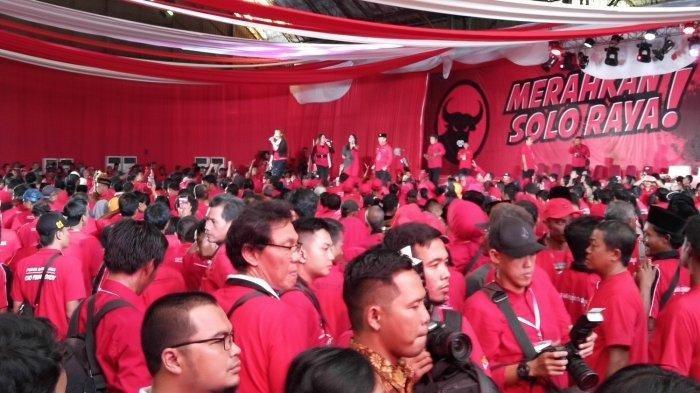 Megawati Soekarnoputri dan Puan Maharani Hadiri Kampanye Akbar, Massa PDI Perjuangan Merahkan Solo