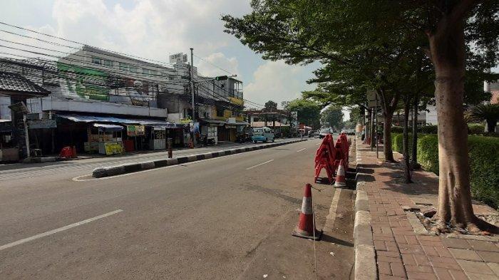 Suasana sepi di Jalan KS Tubun, Kelurahan Petamburan, Kecamatan Tanah Abang, Jakarta Pusat, pukul 09.00 WIB, Minggu (15/11/2020).