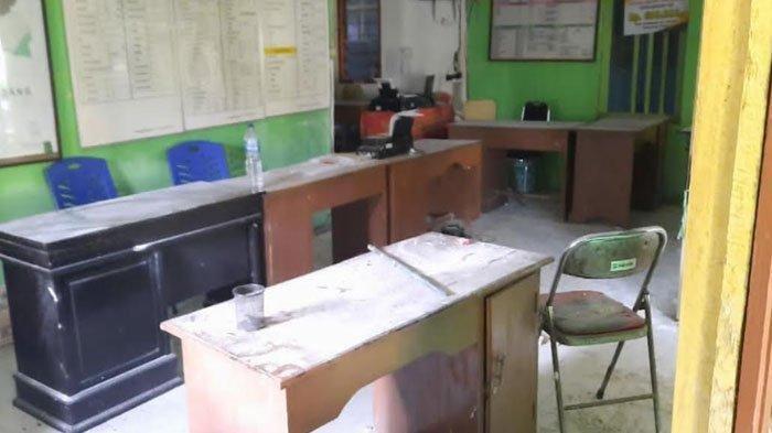 Ratusan Warga Rusak Balai Desa Karena Menduga Ada Tertangkap Basah Sedang Selingkuh