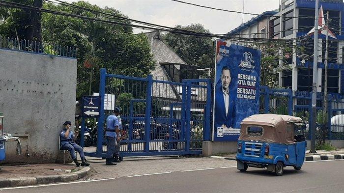Ratusan Kader Kawal AHY Geruduk Kantor Menkumham, Begini Suasana Terkini DPP Demokrat di Menteng