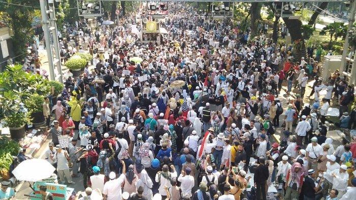 Kabar Keracunan Peserta Aksi di MK Berawal dari Seorang Massa Konsumsi Sepotong Roti Lalu Muntah